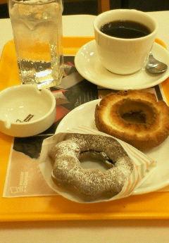 ミスドで朝食です。